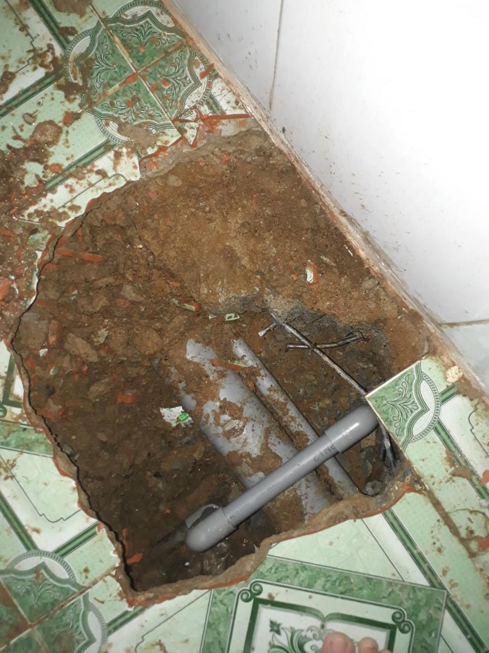 Sửa chữa đường ống nước bị rò rỉ