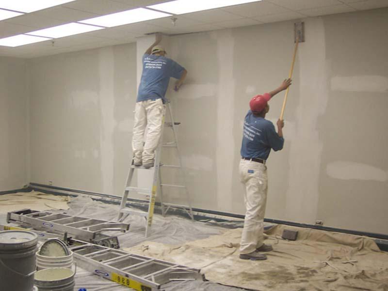 đội thợ thi công sơn nước